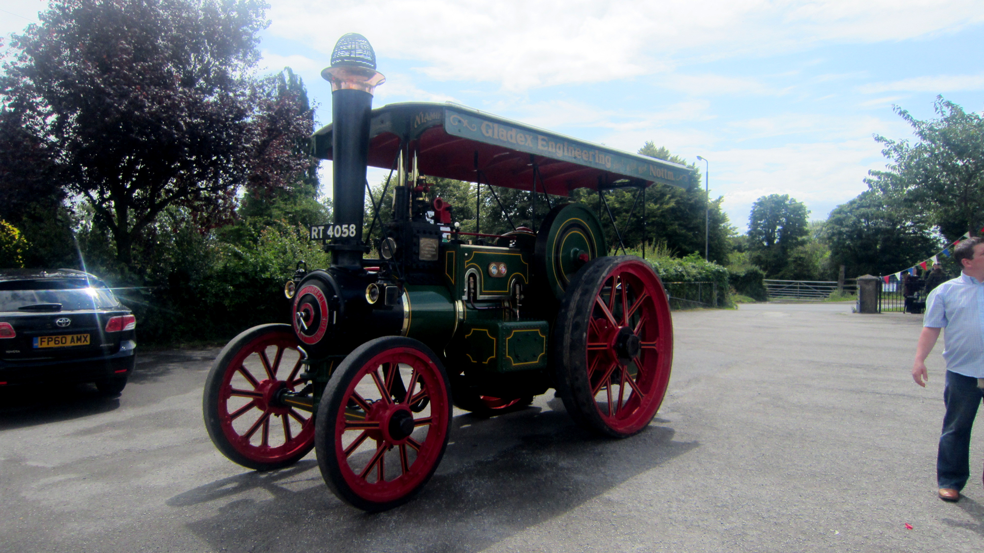 trowell-traction-engine-stopping-of-at-the-parish-hall-en-route-to-cossall-road