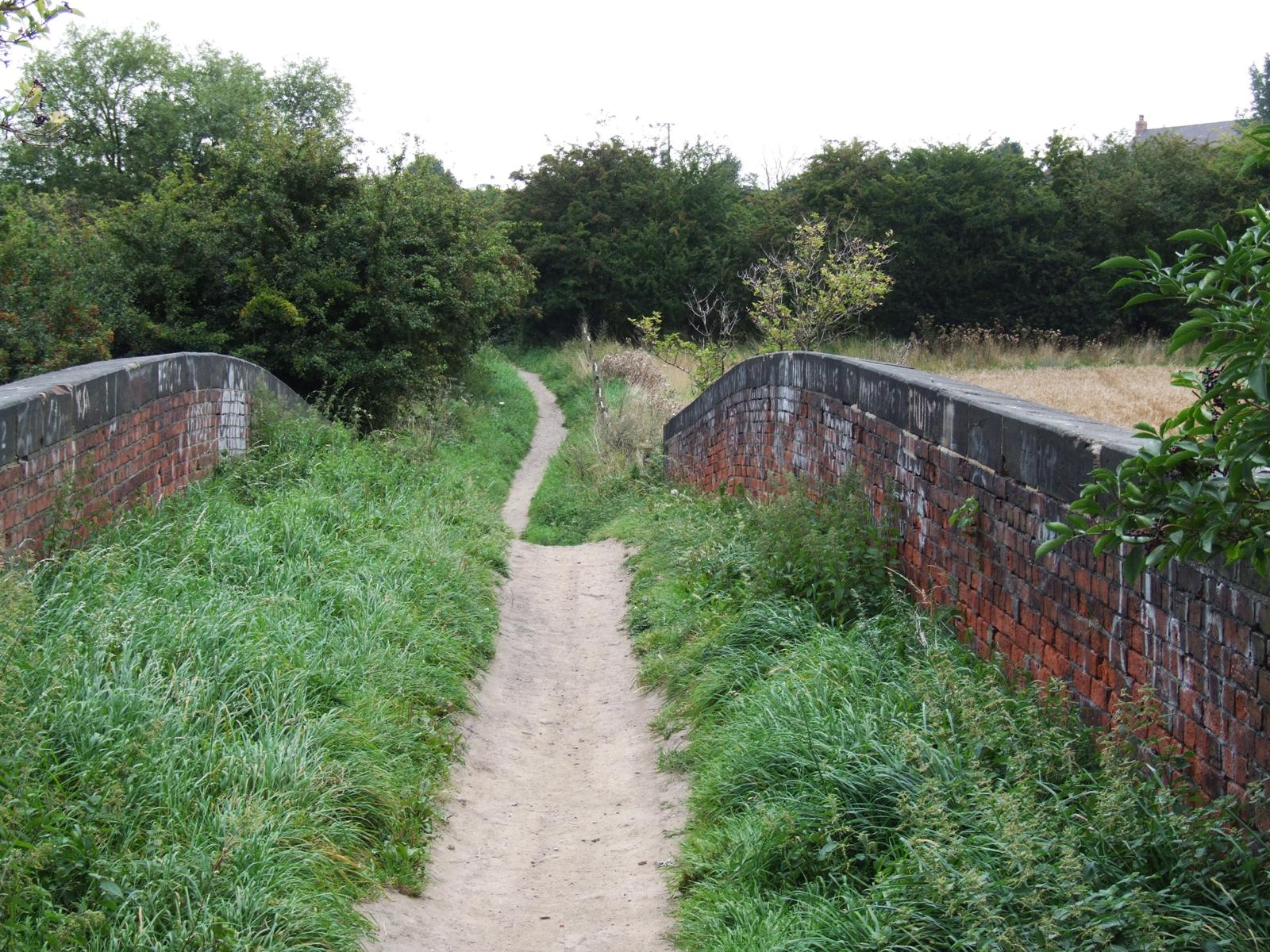 railway-bridge-footpath